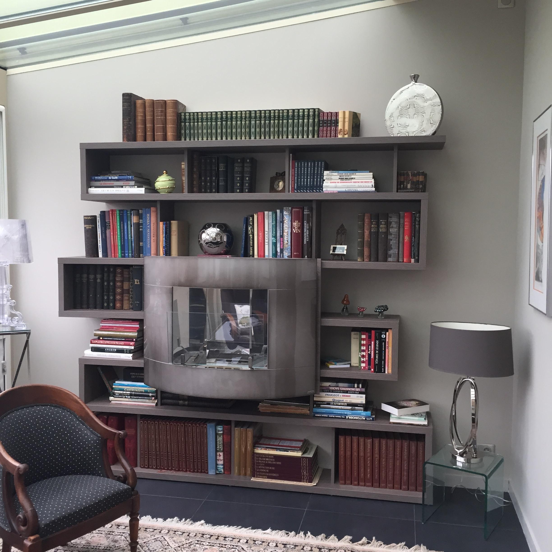 Bibliotheque et foyer éthanol